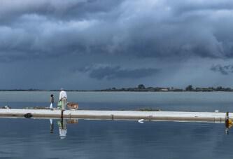 Παππούς κι εγγονός για ψάρεμα