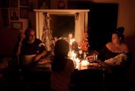 Ένα βράδυ στο σπίτι μιας οικογένειας που ζει χωρίς ρεύμα