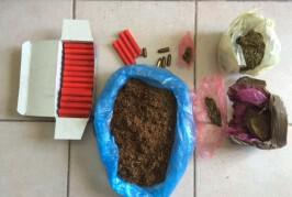Σύλληψη ημεδαπού για κατοχή ναρκωτικών, λαθραίου καπνού και κροτίδων
