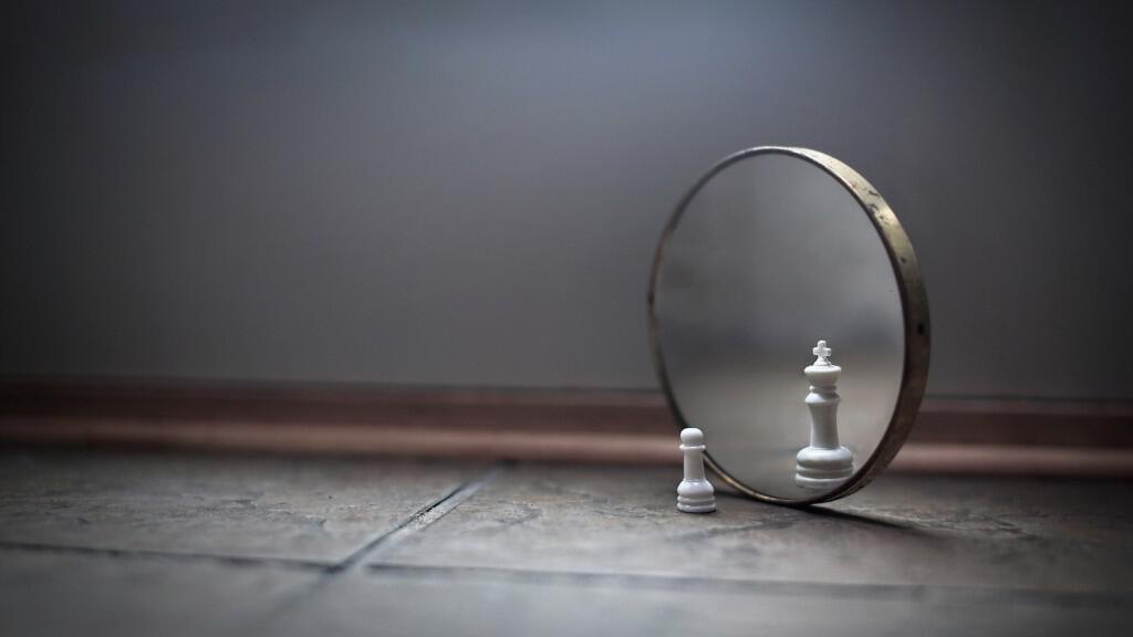 chess-mirror-king-pawn
