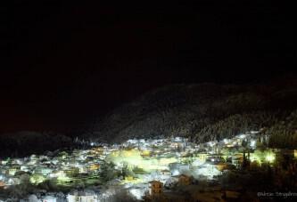 Η χιονισμένη νυχτερινή Καρυά